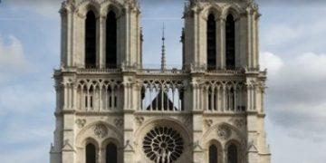 09:00 Собор Парижской Богоматери горит уже более 12 часов